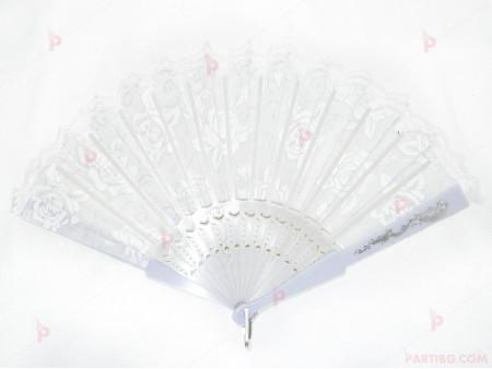 Ветрило в бяло с декор