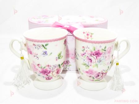 Две чаши с декор цветя в подаръчна кутия 2