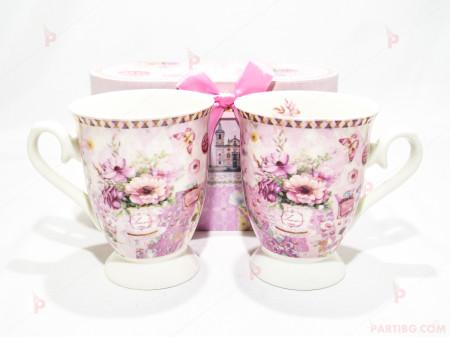 Две чаши с декор цветя в подаръчна кутия 3