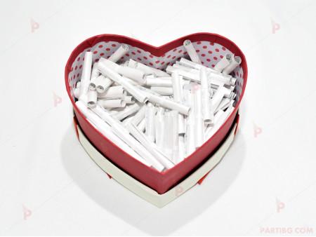 """""""Обичам те"""" на 100 езика в кутия сърце"""