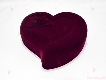 Подаръчна кутия за бижу от кадифе-сърце с роза в бордо за комплект